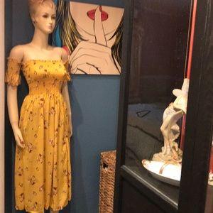Dresses & Skirts - Cute cute cute brand new dress .M